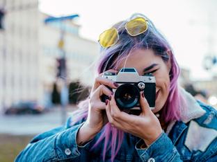 Грешки в позирането на снимки, които ви правят нефотогенични