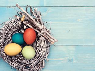 Как да боядисаме яйцата с натурални съставки