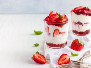 Две в едно – супер идеи за вкусен десерт и сияйна маска за лице с ягоди