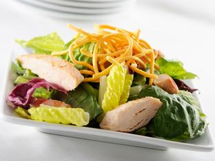 Азиатска зелена салата с пиле