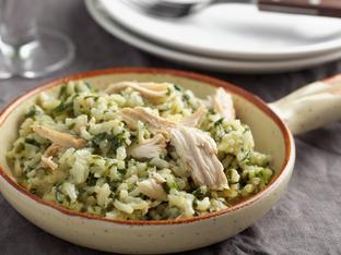 Салата с ориз, пилешко и песто