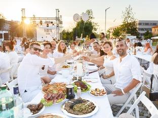 За трета поредна година се организира White Dinner –  Вечеря в Бяло