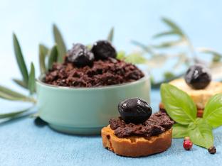 Тапенада с маслини и каперси