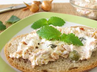 Пълнеж за сандвич с риба тон и козе сирене