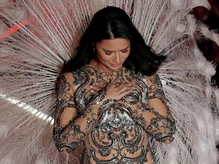 Адриана Лима дефилира за последен път като ангел на Victoria's Secret