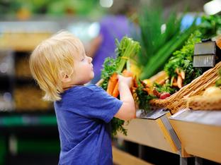 Как да вдъхновите децата да се хранят с цветовете на дъгата