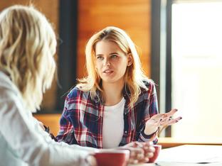 Неприятни навици по време на разговор, които да изкорените