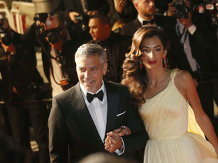Амал Клуни е бременна с близнаци