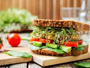 Здравословен сандвич с авокадо