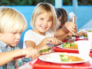 Най-честите грешки, които допускаме при храненето на децата