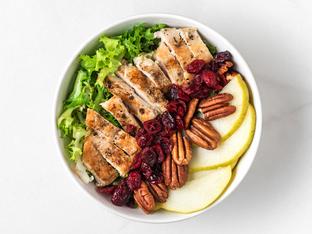 Есенна салата с пилешко месо