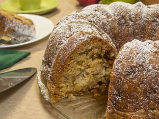 Кекс с ябълки, орехи и канела