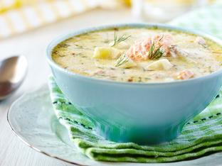 Супа със сьомга, зеленчуци и сметана