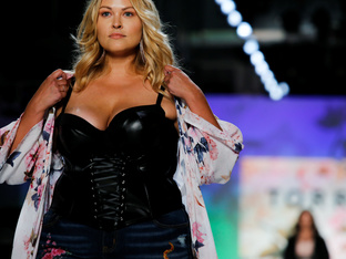 Пищни модели дефилираха на Седмицата на модата в Ню Йорк