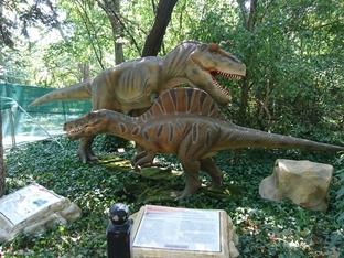 Динозаври превземат София