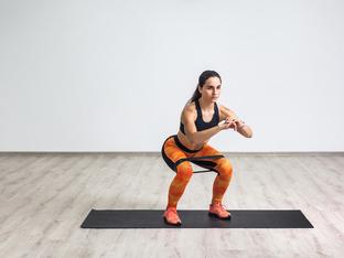 Упражнения с ластици за бедра и дупе