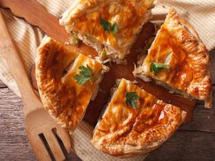 Пирог с пилешко месо и сирене