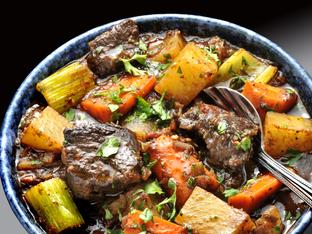 Ароматна телешка яхния с картофи и моркови