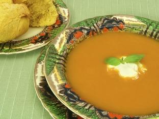 Крем супа с тиква, масло и лук