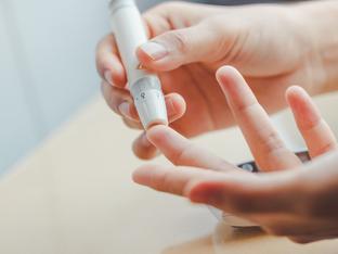 Лекари от Китай: Диабетиците да поддържат гликемичен контрол срещу COVID-19