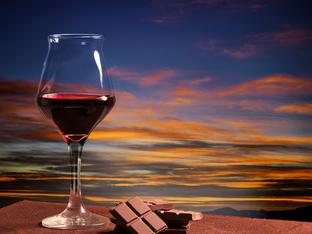 Искате да отслабнете? Консумирайте шоколад и червено вино!