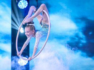 """Малката акробатка Адриана Хаджитенева отива на финал на """"България търси талант"""""""