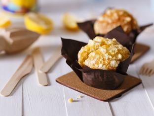 Лимонови мъфини с карамелена поръска