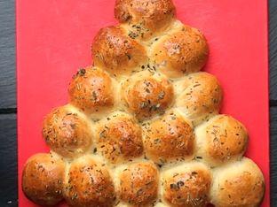 Празничен хляб елха с шунка и кашкавал
