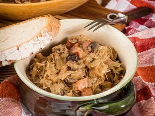 Яхния с месо, наденички и кисело зеле