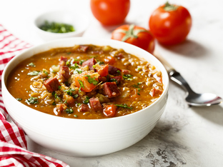 Супа с леща, наденица и зеленчуци