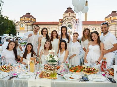 Спечелете си двойна покана за Бялата вечеря /White Dinner