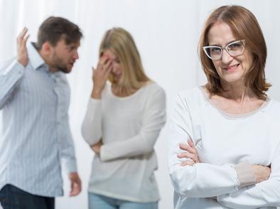 Знаци, че родителите на партньора ви са токсични