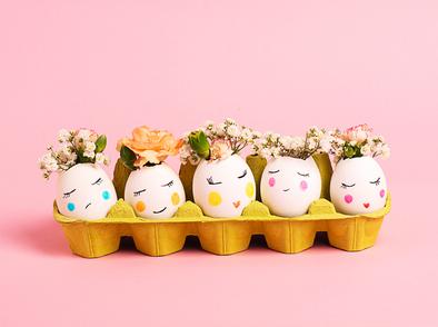 Минивази от яйчени черупки – красива декорация за Цветница и Великден