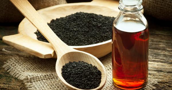 Снимка: Масло от черен кимион за здрава и бляскава коса