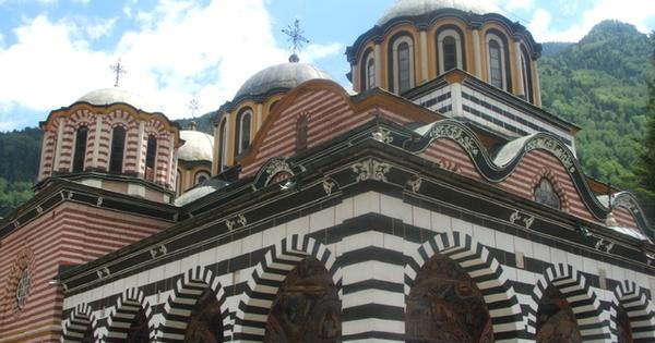 На 18 октомври Православната църква почита паметта на св. великомъченица