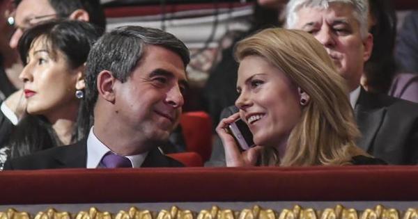 Телевизионната водеща Деси Банова, която очаква дете от президента Росен