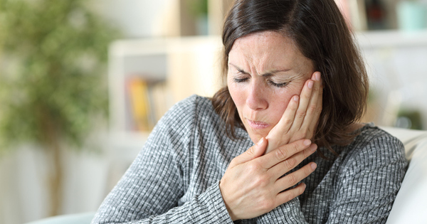 Появата на болки в челюстта е проблем, който засяга много