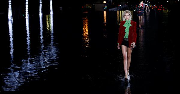 Вечер, светещи палми, Париж... Седмицата на модата в Париж винаги