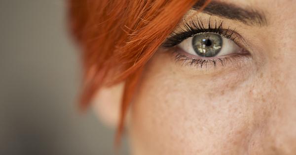 Снимка: Какво може да промени цвета на очите ни?