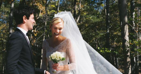 Супермоделът Карли Клос се омъжи за приятеля си Джошуа Къшнър.