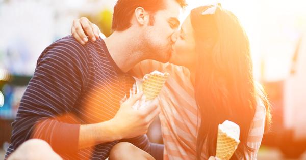 Честит ден на целувката! Седмицата започва не само с много