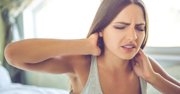 Скованият врат рано сутрин след ставане от леглото е ежедневие