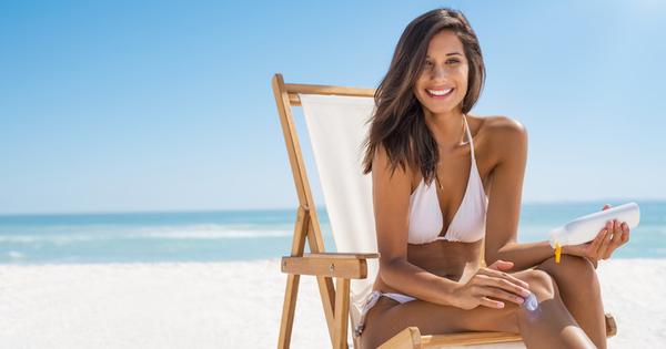 Всеки знае, че през лятото носенето на слънцезащитен крем, особено