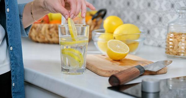 Пиенето на вода е от съществено значение за здравето. Недостатъчното