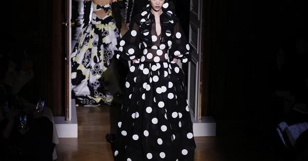 Колекциите Haute Couture винаги будят възхищението ни. Висшата мода ни