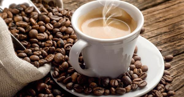 Много хора посягат към безкофеиновото кафе, защото се боят от