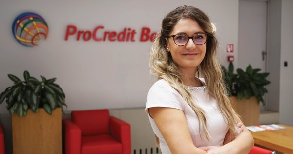 "Женя Костадинова заема позиция ""Главен Експерт Банкови услуги"" в ПроКредит"