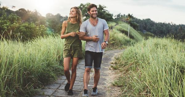 Ходенето пеша е много полезно за здравето. Нашите тела са