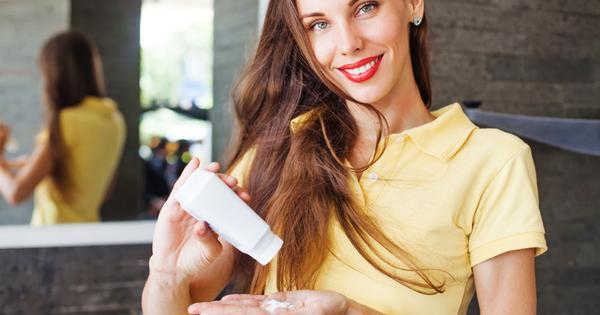 Снимка: Вреден ли е сухият шампоан за косата и кожата?