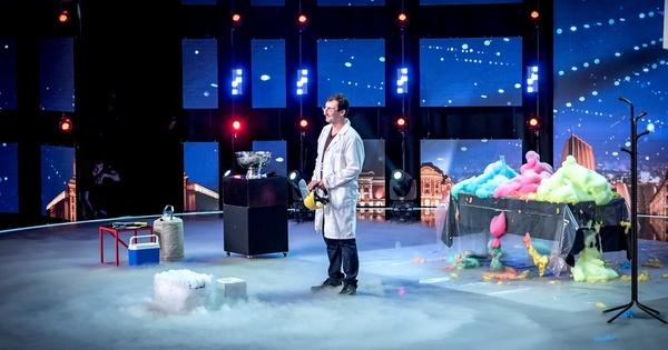 """Снимка: Явор Денчев популяризира забавната наука чрез """"България търси талант"""""""